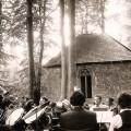 Waldfest - Im Hintergrund das Kirchel