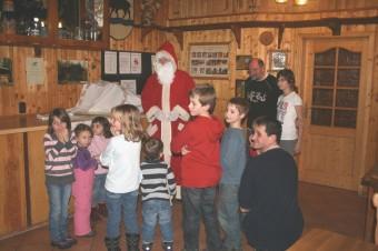 Der Nikolaus besucht die Kinder in der Concordia Hütte 2010