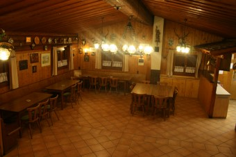 Blick in den Gastraum der Concordia Hütte