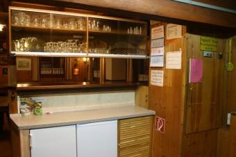 Blick aus der Küche in den Gastraum